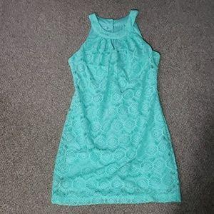 Halter/strapless dress.